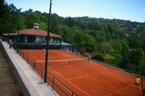 Boschi Sport dispone di quattro campi da tennis in terra rossa alle porte di torino.