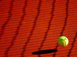 Campi da tennis in terra rossa nella collina torinese